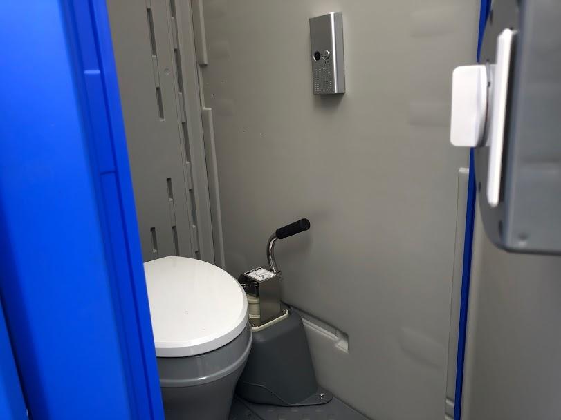 仮設トイレ音